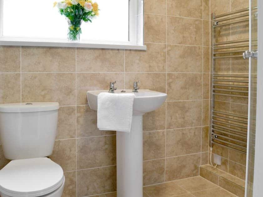 Shower room | Trevarno - Rosecraddoc Holiday Village, Liskeard