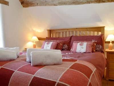 Well presented double bedroom   Henglyn, Palleg, near Ystradgynlais