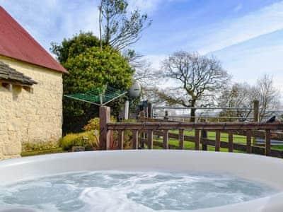 Relaxing private hot tub | Henglyn, Palleg, near Ystradgynlais