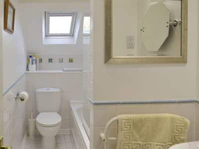 Family bathroom | Waterwheel - Tuckenhay Mill, Bow Creek, between Dartmouth and Totnes