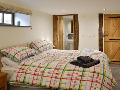 Double bedroom with en-suite | The Owl House - Tan Y Foel, Llanfihangel, near Llanfyllin