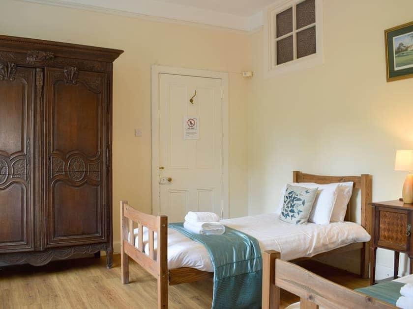Spacious twin bedroom   Auchendennan  - Rose Cottage - Auchendennan, Arden, Alexandria