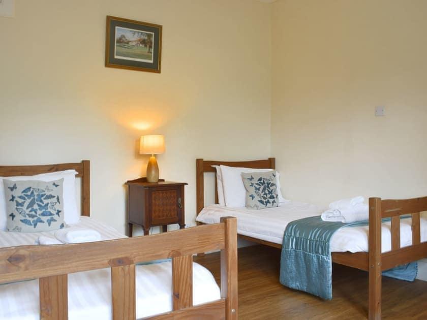 Comfortable twin bedroom   Auchendennan  - Rose Cottage - Auchendennan, Arden, Alexandria