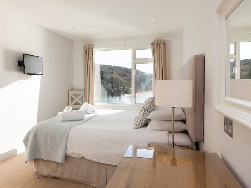 Comfortable bedroom with kingsize bed | Upper Deck, Salcombe