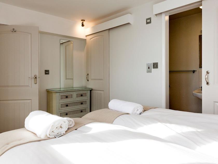 Twin bedroom | Quarter Deck, Salcombe