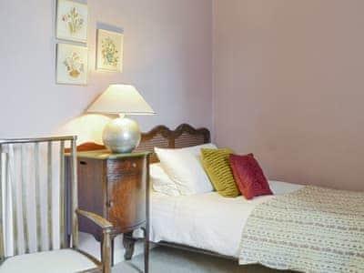 Attractive single bedroom | Kirkmichael House, Kirkmichael, near Blairgowrie