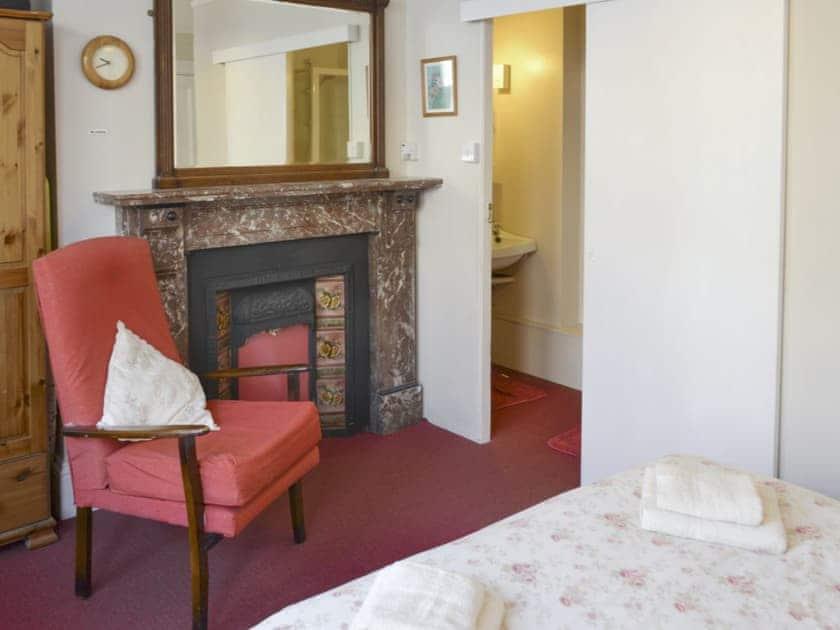 Double bedroom with en-suite | Barton - Beverley House, Cromer