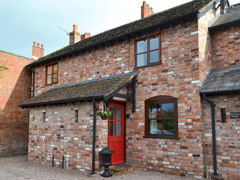Courtyard Cottages - Bombu Cottage
