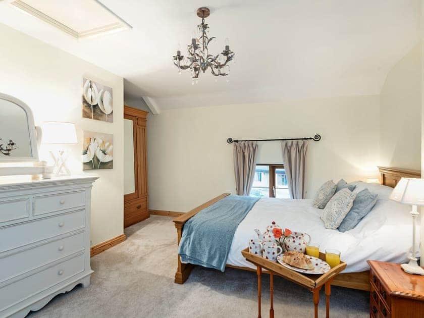 Elegantly decorated double bedroom with kingsize bed | Horseshoes House, Saham Toney, near Thetford