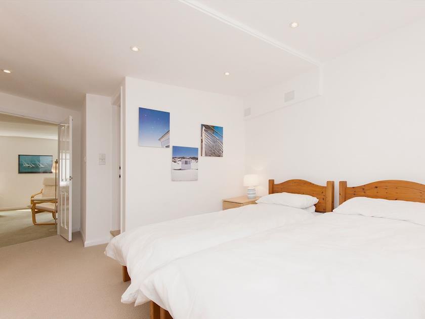 Comfortable twin bedroom | Hideaway, Salcombe