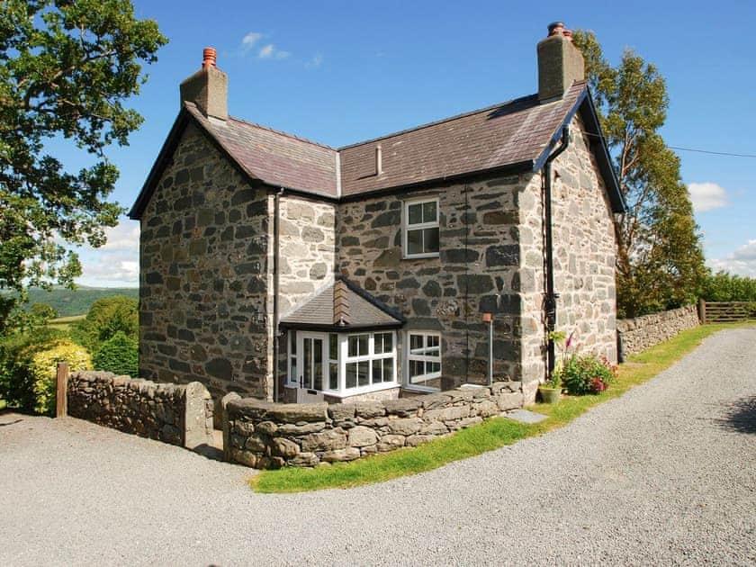 Llwyn Y Gwaew Farm - The Farmhouse