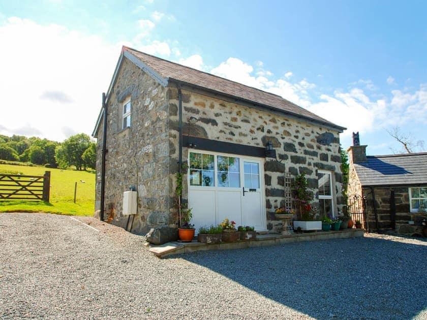 Llwyn Y Gwaew Farm - The Granary