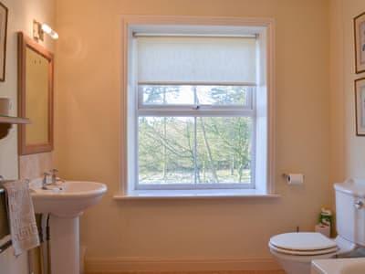 Lovely en-suite bathroom   Crag House, Dallowgill, near Pateley Bridge