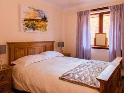 Cosy and romantic double bedroom | Ard Taigh, Fearnan, near Aberfeldy