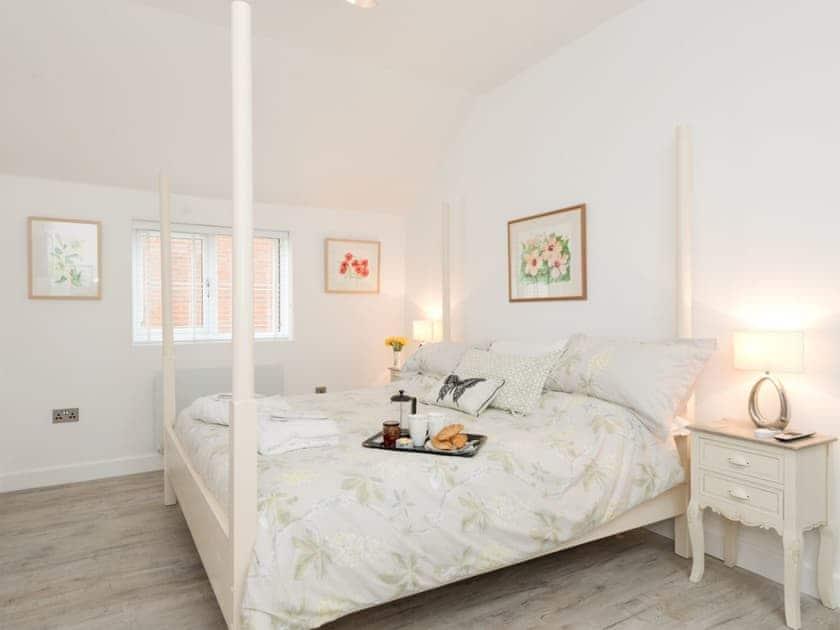 Romantic four poster bedroom | Bay Cottage, Boughton, near Downham Market