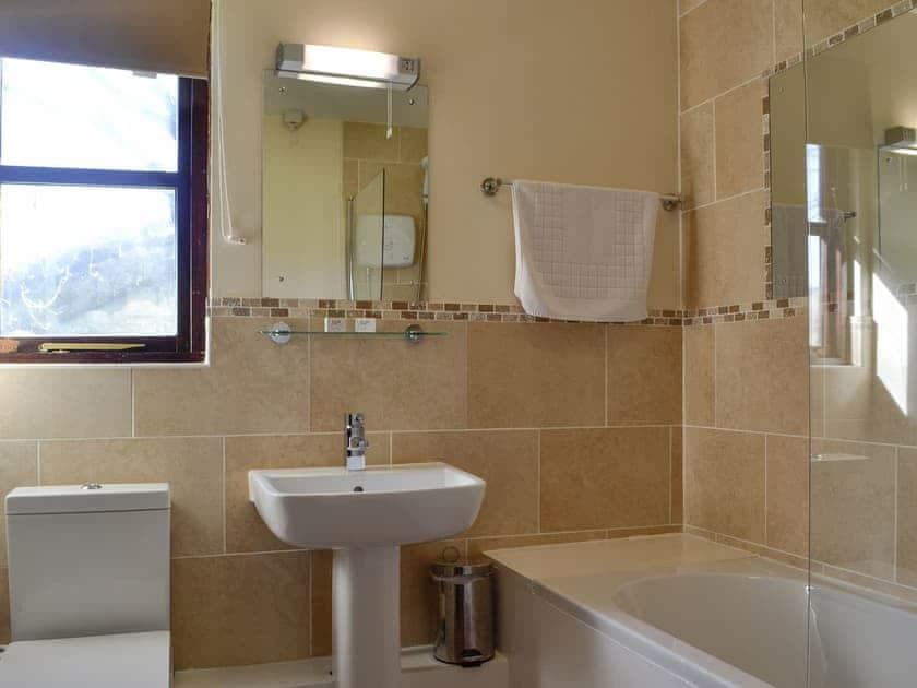 Bathroom | Robin's Retreat - Cwm Chwefru Cottages, Newbridge-on-Wye, near Builth Wells