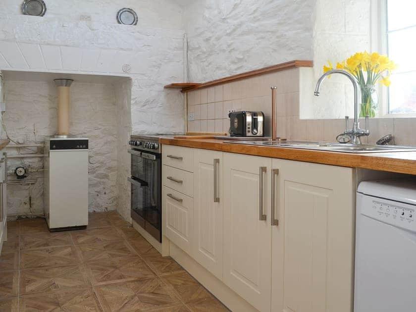 Lovely fitted kitchen | Porth Colmon Farmhouse, Porth Colmon, near Pwllheli