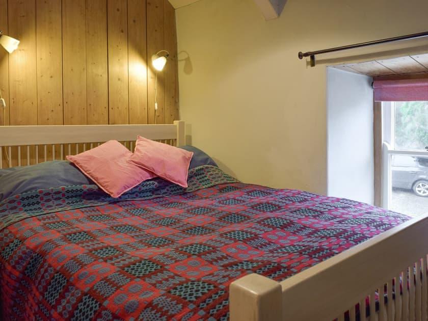 Peaceful double bedroom   2 Penrhiw, Abercych, near Newcastle Emlyn