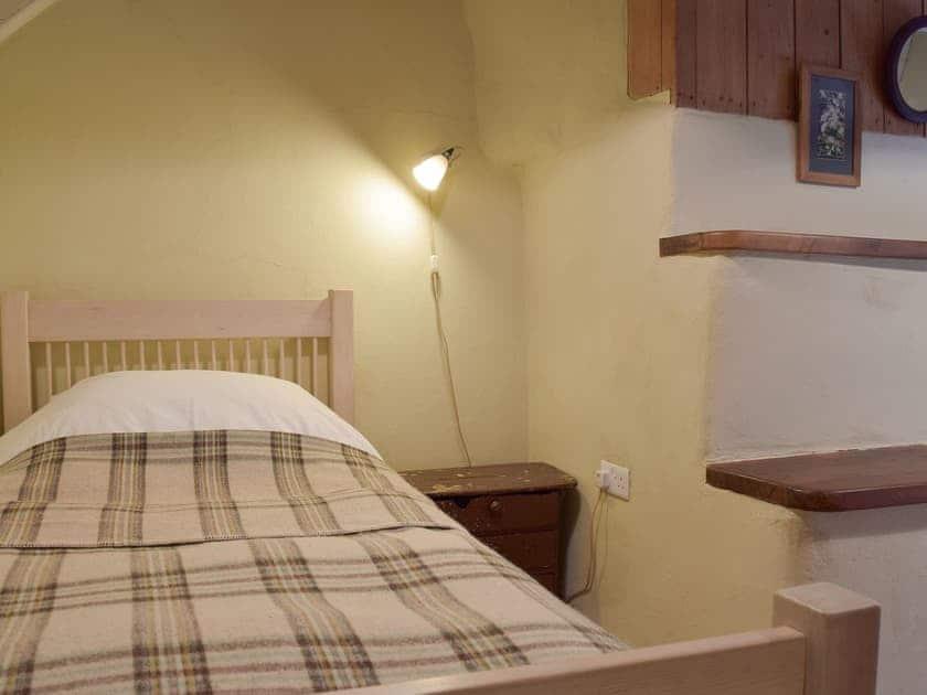 Relaxing twin bedroom   2 Penrhiw, Abercych, near Newcastle Emlyn