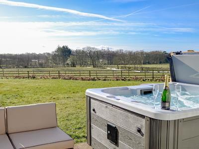 Wonderful, relaxing hot tub with countryside views | Grey Craig, Kirtlebridge near Annan