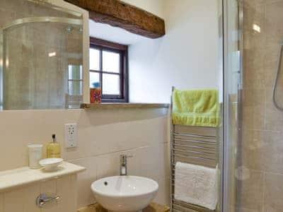 En-suite shower room | Tythe Barn, Grindleford