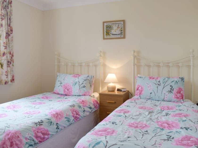 Comfortable twin bedroom | Carol's Cottage - Vale Farm Cottages, Wenhaston, near Southwold