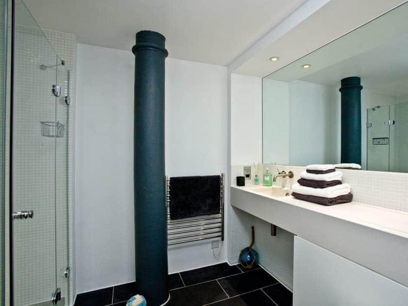 Bathroom | The Sail Loft, Royal William Yard - Royal William Yard, Plymouth