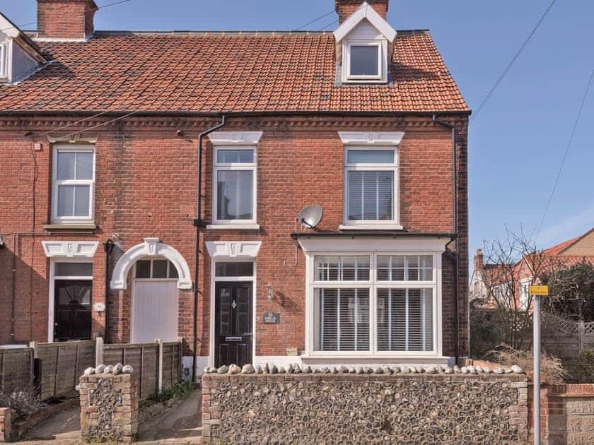 Stylish semi-detached holiday home | Amelia House, Sheringham