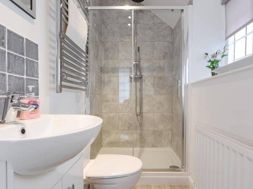 Fantastic en-suite shower room | The Old Sweet Shop - Vicarage Road Holiday Cottages, Minehead