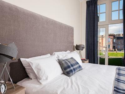 Comfortable kingsize bedroom | Apartment 1 - Ardconnel Court Apartments, Inverness