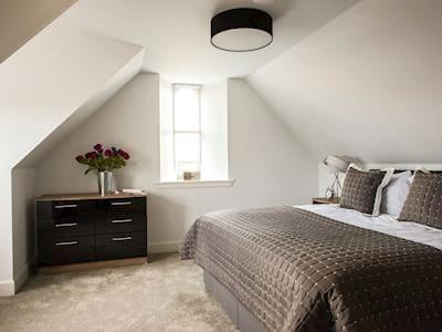Peaceful double bedroom with en-suite | Apartment 7 - Ardconnel Court Apartments, Inverness
