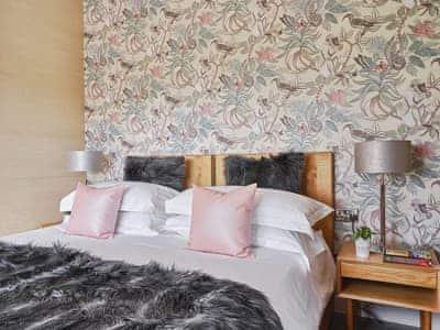Appealing double bedroom   Pinelands Lodge - Bryn Tanat, Llansantffraid-ym-Mechain, near Oswestry