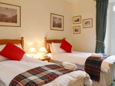 Twin bedroom | Inverchroskie Cottage, Enochdhu, near Pitlochry