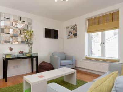 Welcoming living area | Little Hillside, Dartmouth