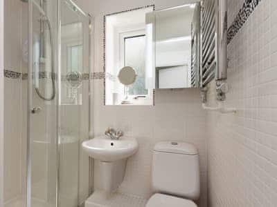 Family shower room | Little Hillside, Dartmouth