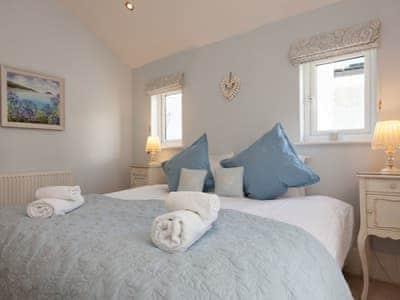 Comfortable double bedroom with en-suite | Victoria Road 32a, Dartmouth