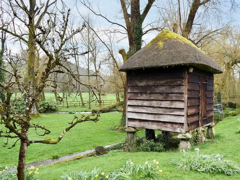 Large shared garden | The Cat and Moose Cabin, Broad Chalke, near Salisbury