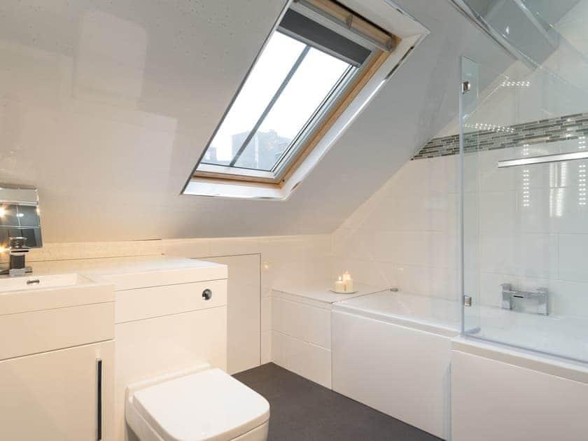 Bathroom | Hatties House, Whitby