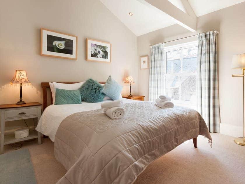Elegant double bedroom   Victoria Road 32a, Dartmouth