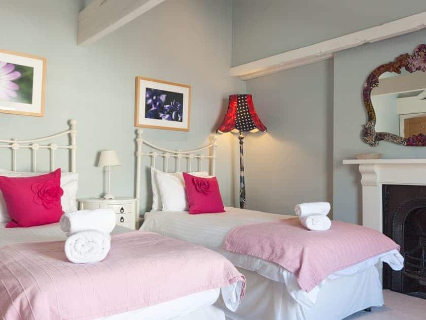 Attractive twin bedroom   Victoria Road 32a, Dartmouth