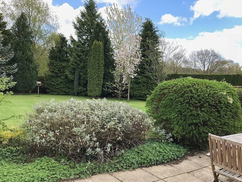 Weel-kempt ghared garden and grounds | The Paddocks, Barney, near Fakenham