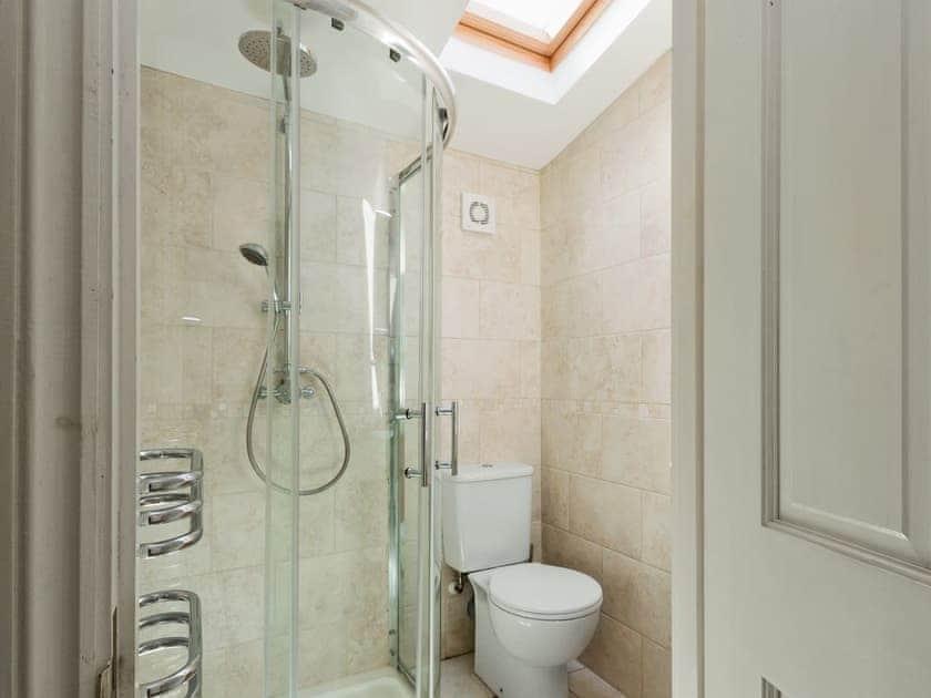 Modern bathroom   Rosedene Cottage, Dartmouth