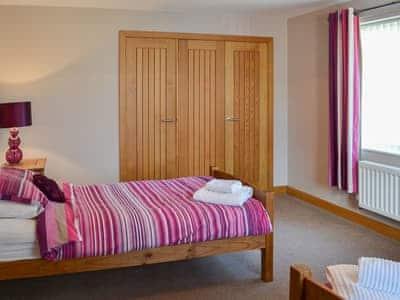 Twin bedroom | Alma House, Seahouses