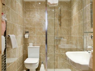 En-suite shower room | Gardener's Cottage, Aberlady, near Gullane