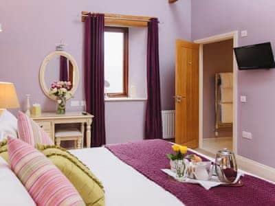 Comfortable en-suite double bedroom | TottergillWatson Cottage, Castle Carrock, near Brampton
