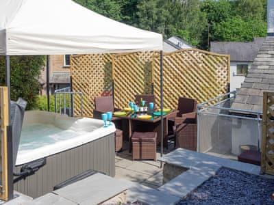 Shaded hot tub   Mariner's Cottage, Lindale, near Grange-over-Sands