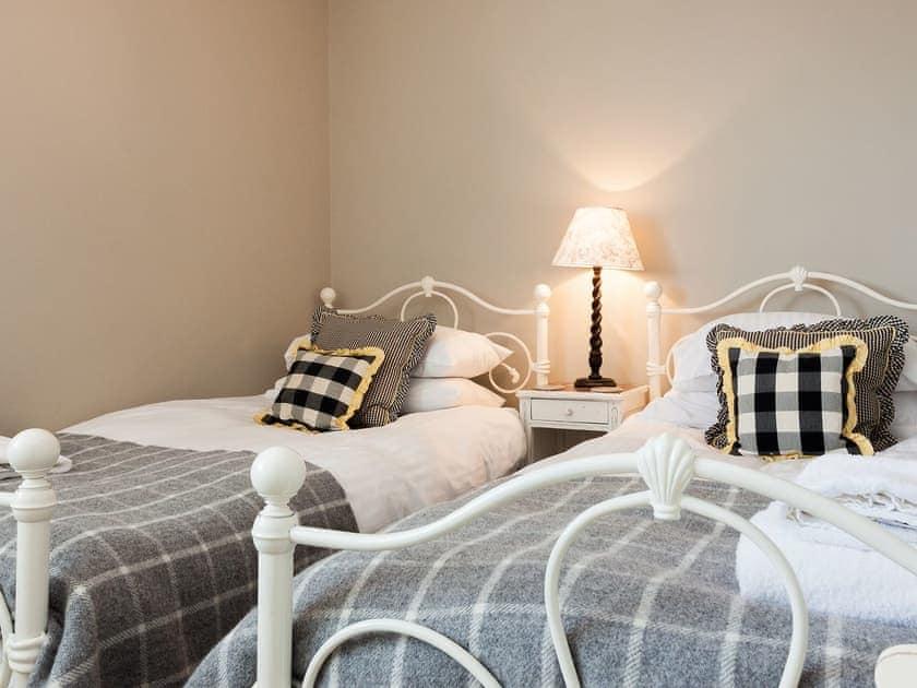 Cosy twin bedroom | Number Twenty, Dartmouth