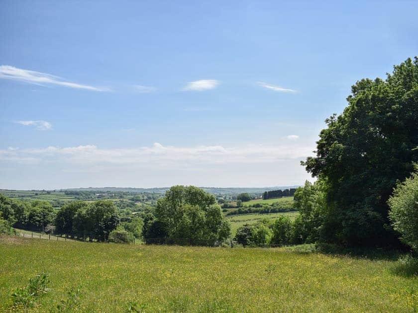 Far reaching views are to be enjoyed | Penrallt Y Cordde, Glynarthen, near Aberporth