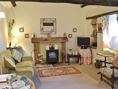Charming lounge area of open-plan living room | Foxglove Cottage - Laskill Grange, Bilsdale, near Helmsley