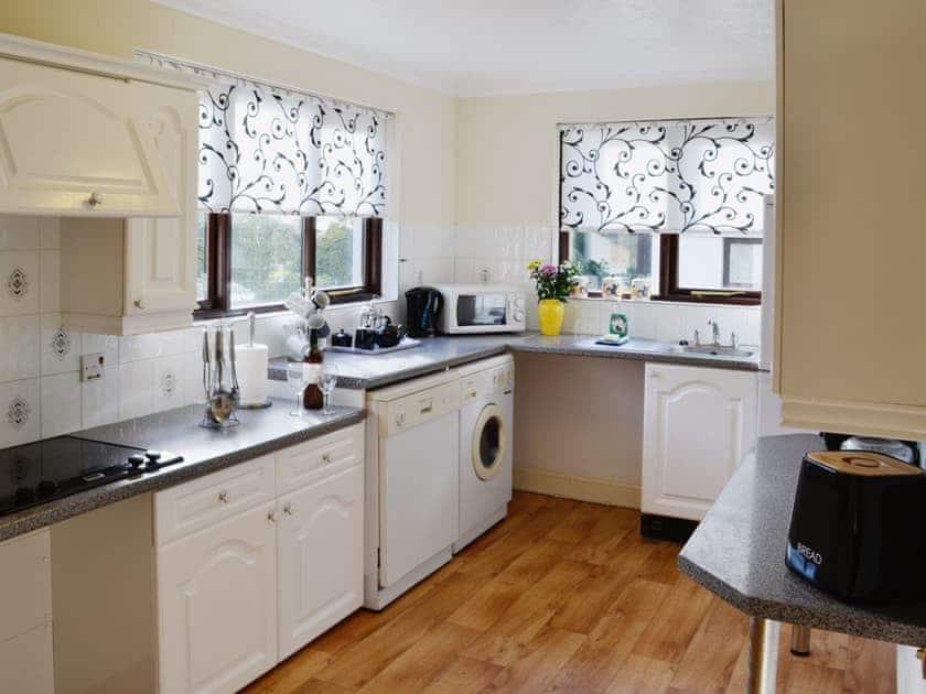 Kitchen | Rosecraddoc Manor - River View Villa, Liskeard